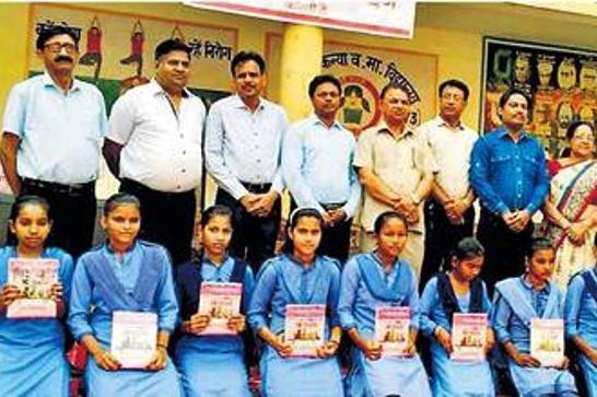 250 विद्यार्थियों को भाविप ने बांटी स्टेशनरी