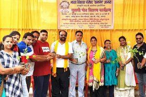 शहरवासियों को लगभग 500 तुलसी पौदे वितरित किए