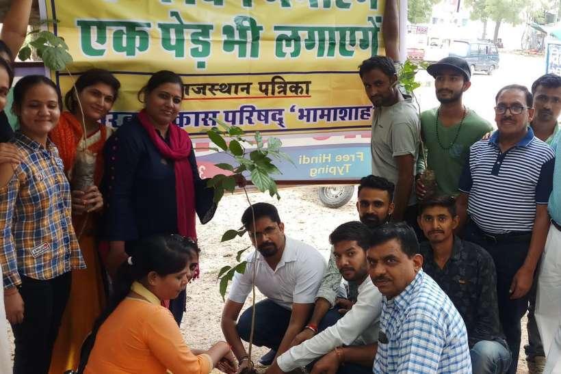 विद्यार्थियों को जन्मदिन पर पौधा लगाने के लिए प्रेरित किया