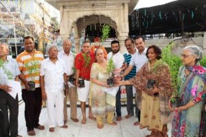संस्कृति सप्ताह के दौरान तुलसी वितरण