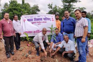 समग्र ग्राम विकास योजना के तहत वृक्षारोपण कार्यक्रम का आयोजन