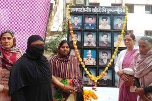 पूर्व सैनिकों और शहीदों की पत्नियों को किया सम्मानित