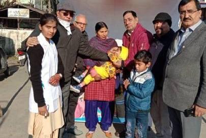 सदस्यों ने बच्चों को पोलियो ओषधि दवा पिलाई