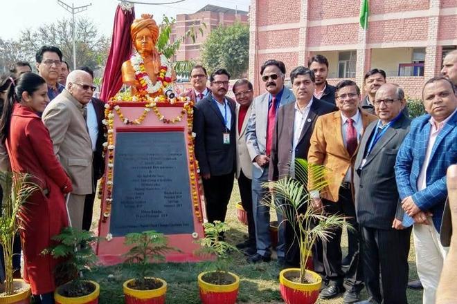 Parishad helps installation of Swami Vivekananda's statue at Tantia University