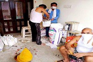 परिषद घर-घर बांट रही है जरूरतमंद को खाद्य सामग्री