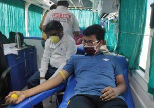 30 युवाओं ने किया रक्तदान कोरोना काल में रक्तदान किया