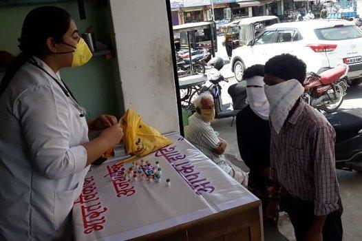 कोरोना वायरस रोकथाम के लिए होम्योपैथी शिविर का आयोजन किया