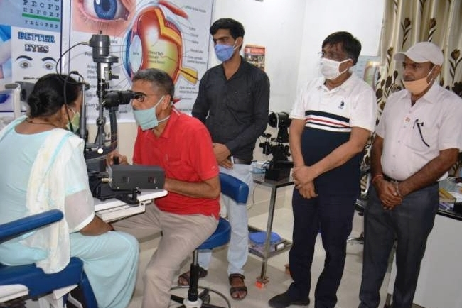 हिसार दिव्यांग पुनर्वास एवं स्वास्थ्य केंद्र में पांच लोगों के आंखों के ऑपरेशन किए