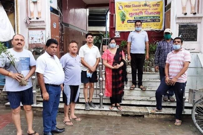 तुलसी, सैनेटरी पैड व मास्क वितरण कार्यक्रम का आयोजन किया