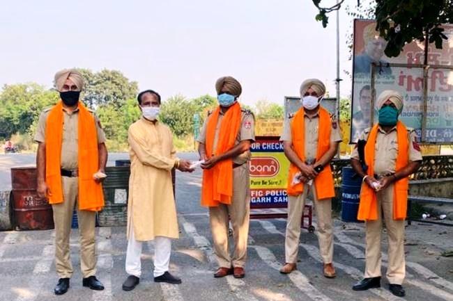 कोरोना संक्रमण में भारत विकास परिषद चैरिटेबल ट्रस्ट नंगल द्वारा सेवा कार्य