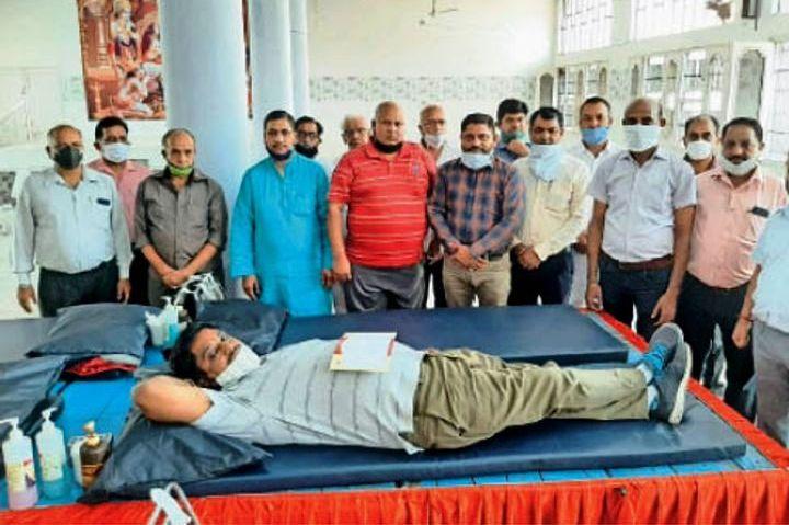 कोरोना संक्रमण में रक्तदान शिविर – 55 यूनिट रक्त एकत्र