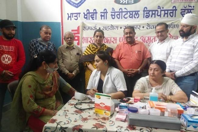 मेडिकल कैंप में 250 मरीजों का चेकअप किया व दवाइयां वितरित की