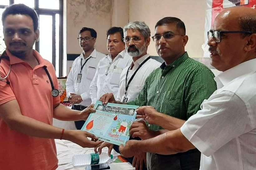 40 वें स्वैच्छिक रक्तदान शिविर में 4 घंटे में 74 जनों ने रक्तदान किया